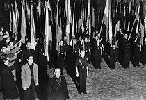 Spanish Civil War, 1936. The Falangist standard-bearers accompanying the laurel wreath put on the tomb of José Antonio Primo de Rivera (shot down by the Republicans in 1936) at the Escorial. © Albert Harlingue / Roger-Viollet