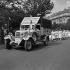 Guerre 1939-1945. Libération de Paris. Camionnette et infirmières de la Croix-Rouge, place Denfert-Rochereau. Août 1944. © Gaston Paris / Roger-Viollet