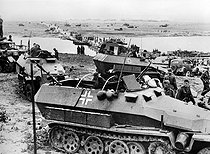 World War II. Russian front. Battle of Stalingrad (September 1942 - February 1943). The VIth German army of General Paulus crossing the Don in August 1942. (In the foreground, a half-track SdfKfz-251).  © Roger-Viollet