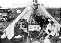 Campsite in 1913. (TCF and CCF to Isle-Adam). © Maurice-Louis Branger / Roger-Viollet