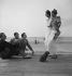 Scène de plage. Deauville (Calvados), 1937. © Boris Lipnitzki / Roger-Viollet