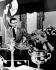 """""""Haute Société"""" (High Society), film musical de Charles Walters. Celeste Holm et Frank Sinatra. Etats-Unis, 1956. © TopFoto / Roger-Viollet"""