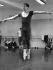 Rudolf Noureïev (1938-1993), danseur russe, lors d'une répétition à l'Opéra de Berlin, 1984. © Ullstein Bild/Roger-Viollet