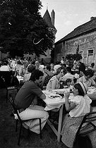 Lunch during the Rully fair (Saône-et-Loire), 1979. Photograph by Janine Niepce (1921-2007). © Janine Niepce / Roger-Viollet