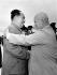 Mao Zedong (1893-1976), homme d'Etat chinois, accueillant Nikita Khrouchtchev (1894-1971), homme d'Etat soviétique, pour le 10ème anniversaire de la création de la république populaire de Chine, 1er octobre 1959. © Ullstein Bild/Roger-Viollet