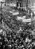 Défilé organisé de travailleurs viennois à Berlin, le 22 mars 1938, quelques jours après l'Anschluss  (annexion de l'Autriche par Hitler). © Roger-Viollet