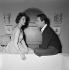 """""""L'Aventurière des Champs-Elysées"""", film de Roger Blanc. Françoise Fabian et Gamil Ratib. France, 20 janvier 1963.  © Alain Adler / Roger-Viollet"""