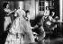Ecole, rue Emile Dubois. La robe de l'impératrice. Paris (XIVème arr,). Photographie anonyme. Cinémathèque Robert-Lynen, Ville de Paris. © Cinémathèque Robert-Lynen/Roger-Viollet
