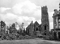 World War II. The cathedral of Saint-Lô, late 1944. © Neurdein/Roger-Viollet