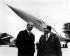 Les deux pilotes qui auront effectué un vol d'essai du tout premier prototype du supersonique franco-britannique Concorde à Toulouse. André Turcat (à gauche) et Brian Trubshaw. 1969. © TopFoto / Roger-Viollet