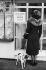 Guerre 1939-1945 (débuts). Affiche pour abris dans un magasin de vêtements. France, 1939.  © Roger-Viollet