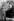 George Bernard Shaw (1856-1950), écrivain et dramaturge irlandais, à l'entrée de l'abbaye de Muckross. Killarney (Angleterre), 20 septembre 1923. © PA Archive/Roger-Viollet
