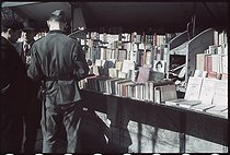 World War II. German soldier leafing through books at a secondhand bookseller's stall on the quai Voltaire, Paris. Photograph by André Zucca (1897-1973). Bibliothèque historique de la Ville de Paris. © André Zucca / BHVP / Roger-Viollet