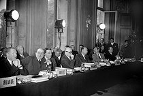 Meeting of the O.E.E.C. (Organisation for European Economic Co-operation) with, in the centre: Robert Schuman, representing France. Paris, October 20, 1952. © Roger-Viollet