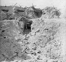 World War One. Battle of Champagne. Crater of Perthes-lès-Hurlus (France), 1915. Detail of a stereoscopic view taken by soldier Maurice Létang of the 19th battalion of chasseurs. © Maurice Létang/Roger-Viollet