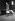 """Départ en vacances sur le quai d'une gare parisienne. Transport à l'aide du """"diablotin"""", invention du concours Lépine, 1950. © Jacques Boyer/Roger-Viollet"""