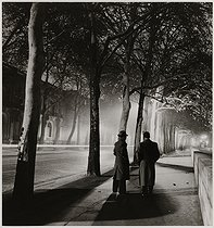 Avenue de Tokyo by night : two men walking and trees. Paris (XVIth arrondissement). 1938. Photograph by Roger Schall (1904-1995). Paris, musée Carnavalet. © Roger Schall/Musée Carnavalet/Roger-Viollet