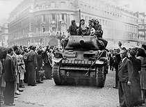 World War II. Liberation of Paris. Sherman tank from the 2nd Armored Division commanded by General Leclerc, on August 25, 1944. © LAPI/Roger-Viollet