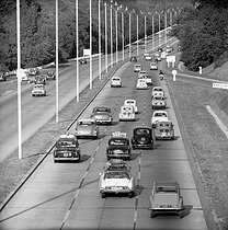 Back from holidays on the Autoroute de l'Ouest (highway of the West). August 30, 1959. © Roger-Viollet