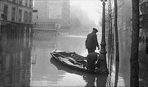 Seine flood. Boulevard Diderot. Paris, January 1910. © Neurdein/Roger-Viollet