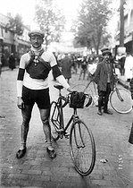 Trophée de France cycle race. Chassot, racing cyclist, September 1912. © Maurice-Louis Branger / Roger-Viollet