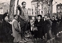 Arsène Tchakarian (1916-2018), Armenian-born French resistance fighter, member of the FTP-MOI (Francs-tireurs et partisans - main-d'œuvre immigrée), French resistance group, led by Missak Manouchian, at the cemetery of Ivry-sur-Seine (France), February 1945. © Archives Manouchian / Roger-Viollet
