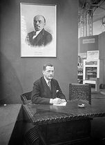 Ignatiev, Soviet personality. On the wall : portrait of Lenin. France, about 1920. © Pierre Choumoff/Roger-Viollet