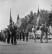 World War II. Liberation of Paris. Victory celebration on the Champs-Elysées. Parade of members from the French Forces of the Interior. Paris (VIIIth arrondissement), on August 26, 1944. Photograph by Jean Roubier (1896-1981). © Fonds Jean Roubier/Roger-Vio