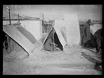 """Spanish Civil war (1939-1936). """"La Retirada"""". Spanish Republican militiamen at the Argelès camp after a week of occupation. They received planks and sheets metal to build huts but they prefered to burn the planks to warm up. Argelès-sur-Mer (France), on February 13, 1939. Photograph from the Excelsior newspaper. © Excelsior - L'Equipe / Roger-Viollet"""