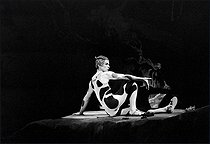 """Afternoon of a faun"" composed by Claude Debussy. Choreography: Vaslav Nijinski. Rudolf Nureyev. Paris, théâtre musical de Paris, January 1982. © Colette Masson / Roger-Viollet"