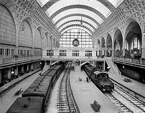 Interior of the gare d'Orléans train station, quai d'Orsay. Paris (VIIth arrondissement), early 20th century © Léon et Lévy / Roger-Viollet