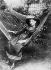 Colette (1873-1954), écrivain français, dans le jardin de la maison familiale de Saint-Sauveur-en-Puisaye (Yonne), à l'âge de 15 ans.     © Collection Harlingue/Roger-Viollet
