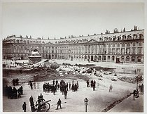French Commune. The Vendôme column knocked over by rebels, on May 16, 1871. Photograph by Alphonse Justin Liébert (1827-1914). Paris, musée Carnavalet.  © Alphonse Liébert / Musée Carnavalet / Roger-Viollet