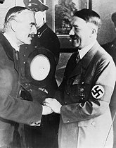 Meeting between Adolf Hitler (1889-1945), German statesman, and Neville Chamberlain (1869-1940), British Prime Minister, at the Berghof before the Munich Agreement. Berchtesgaden (Germany), on September 15, 1938. © Albert Harlingue / Roger-Viollet