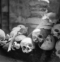 The Catacombs of Paris, circa 1935. Photograph by Gaston Paris (1903-1964). © Gaston Paris / Roger-Viollet