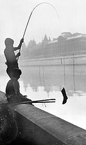 Child fishing out a boot from the river Seine. Paris, June 1942. © LAPI/Roger-Viollet