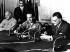 Ahmed Choukairy (1908-1980), homme d'Etat palestinien, le roi Hussein de Jordanie (1935-1999) et Gamal Abdel Nasser (1918-1970), homme d'Etat égyptien, signant  pour l'Organisation de libération de la Palestine. Le Caire (Egypte), 30 mai 1967.  © TopFoto / Roger-Viollet
