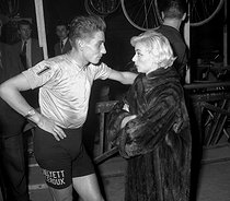 Jacques Anquetil and Annie Cordy (during Six days on 1958?). © Roger-Viollet