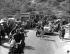 Fausto Coppi dans une côte de la course cycliste Milan-San Remo. Italie, mars 1950. © LUCE/Alinari/Roger-Viollet