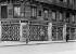 Guerre 1914-1918. Protection des vitrines contre les bombardements aux Champs-Elysées. Le magasin d'automobiles Piccard-Pictet. Paris (VIIIème arr.), 1918. © Jacques Boyer / Roger-Viollet