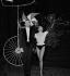 """""""Valentine ou le vélo magique"""". Zizi Jeanmaire et Roland Petit. Ballets de Paris, septembre 1956. © Boris Lipnitzki/Roger-Viollet"""