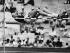 Jeux Olympiques d'été. Richard Fosbury pendant l'épreuve de saut en hauteur. Mexico, 1968. © Ullstein Bild / Roger-Viollet