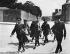 Indépendance de l'Irlande. Prisonniers originaires d'Enniskillen conduits à la prison de Kilmainham : Dick Donohue et Tom Doyle. Dublin (Irlande), 1916. © TopFoto / Roger-Viollet