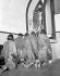 Révolutionnaires priant depuis la prison de La Cabaña. La Havane (Cuba), janvier 1959.  © Saavedra/The Image Works/Roger-Viollet
