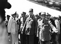 Algerian War (1954-1962). General Charles de Gaulle (1890-1970), French statesman, during a visit in Algiers (Algerie), on June 4, 1958. From left to right : Admiral Auboyneau, General Allard, General De Gaulle, General Salan and Admiral Namy. © Roger-Viollet