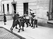 Children playing war in the street. Paris, Montmartre, 1910-1920.  © Albert Harlingue/Roger-Viollet
