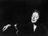 Edith Piaf (1915-1963), chanteuse française, sur scène à l'Olympia. Paris, 1956. © Collection Roger-Viollet / Roger-Viollet