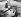 Prince Philip (né en 1921), duc d'Edimbourg, aux commandes d'un Boeing 757 pendant une heure et demie de démonstration près de Seattle à l'occasion du voyage du couple royal aux Etats-Unis, 20 avril 1982. © PA Archive / Roger-Viollet