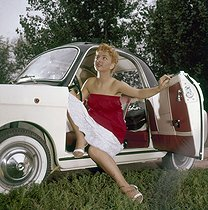 Automobile Fiat Bianchina. Années 1960.  © Ray Halin/Roger-Viollet