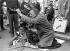 """Federico Fellini (1920-1993), scénariste et réalisateur italien, filmant """"The Clowns"""". Italie, 1971. © TopFoto / Roger-Viollet"""